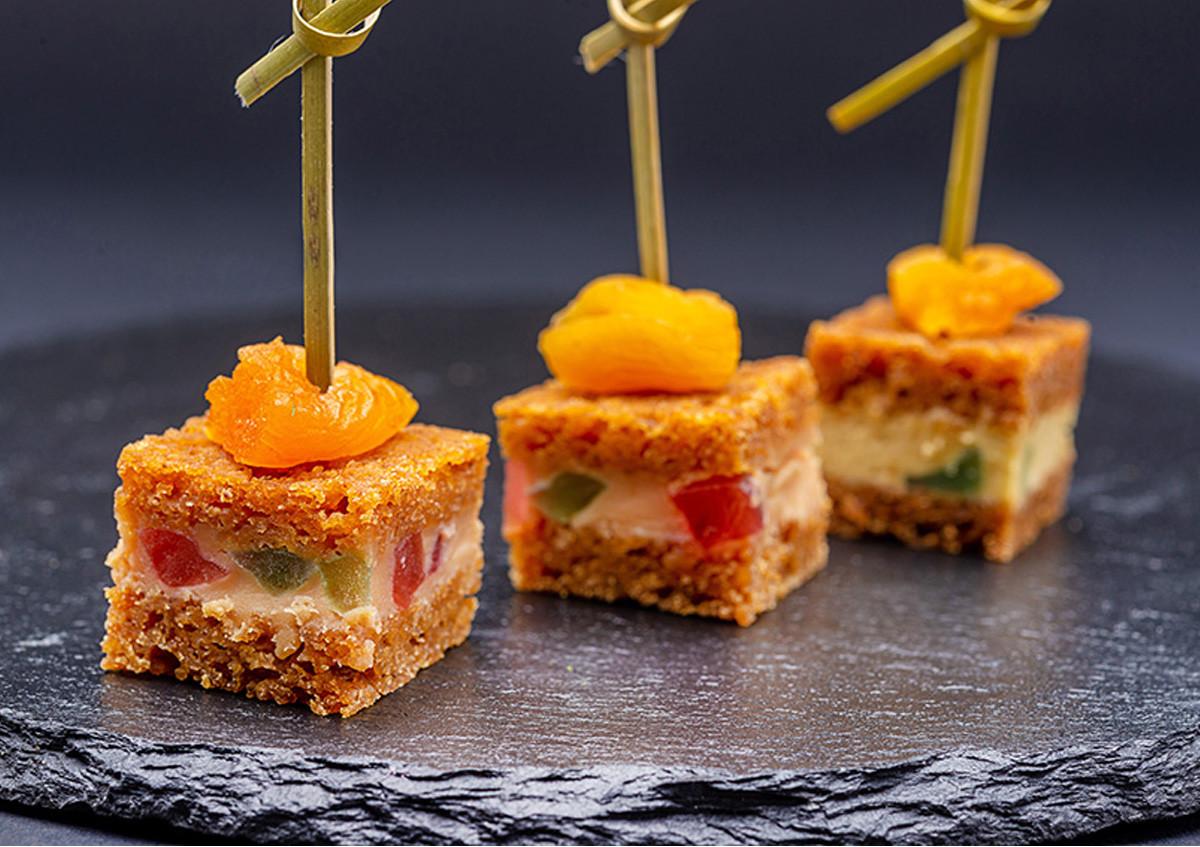 Millefeuille de pain d'épices au miel, foie gras et fruits confits