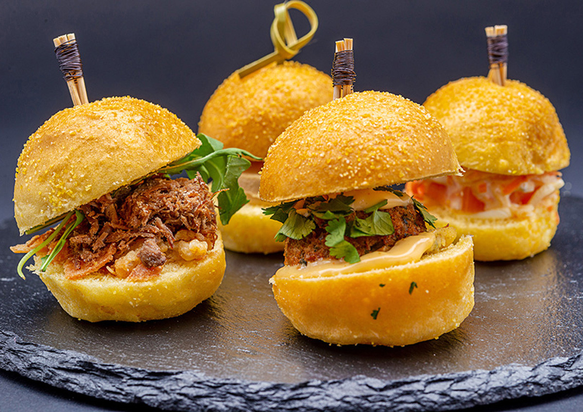 Grand plateau de 35 mini burgers